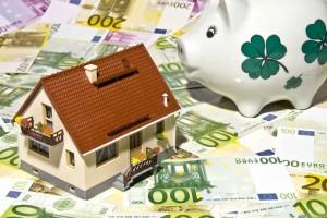 Bestes Baugeld – heute auch bei einer Beleihung von 80 Prozent zu haben. Jetzt informieren. (Foto: Thorben-Wengert_pixelio.de)