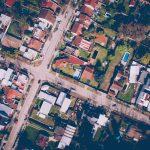 Hauskauf finanzieren ist für Vermögensaufbau und Alterssicherung alternativlos – wenn man nicht in den Toplagen der Ballungszentren kaufwn will.