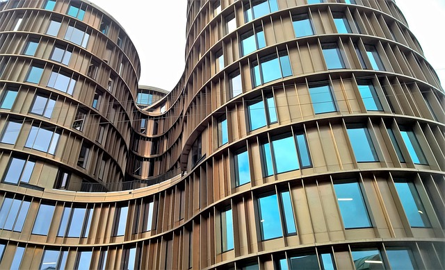 Junge Baufinanzierer nehemn höhere Kredite auf und tilgen schneller.